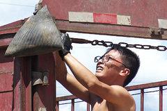 游走在规则边缘 中国卡车司机在老挝痛并快乐着