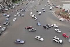 非洲路口 叫中国交警去开罚单 天天创收!