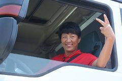 单亲妈妈跑车20年送孩子出国留学 为梦想再换新车